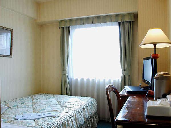 ビジネスシングル 1200サイズのベッドでスタンダードなタイプです。