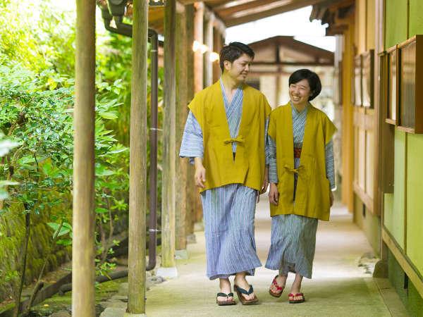 自然に囲まれた館内を、浴衣に着替えてゆったり館内を歩くのも気持ちいい♪