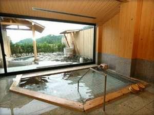 大きな窓なので、内湯から外の眺めを楽しんでいただくこともできますよ◎