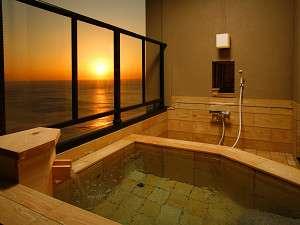 【本館】客室絶景露天風呂からは朝は日の出 夜は星空満点、二つの楽しみ