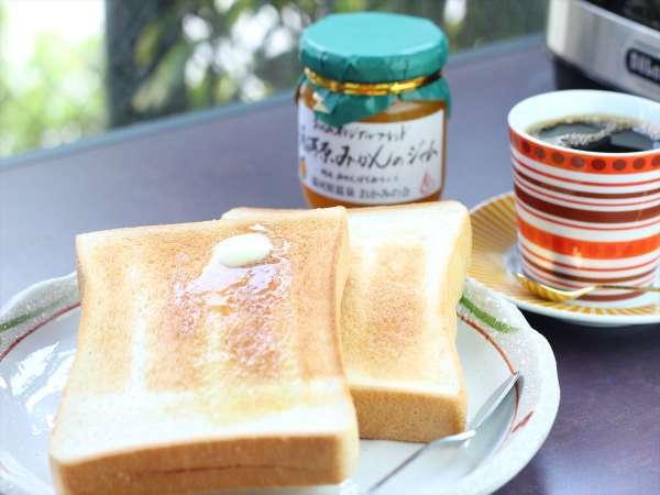 モーニングコーヒーとともにトーストもご用意しております。トーストは湯河原のパン屋さんのものをご用意