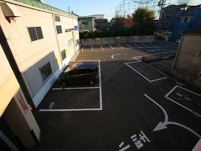 駐車場は無料です。大型は事前に連絡が必要です。