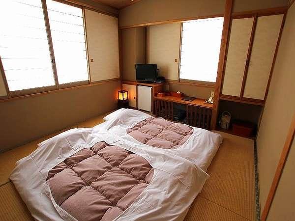 【ファミリーに人気の和室】入室前からお布団が敷かれているので、ごろ寝もOK♪