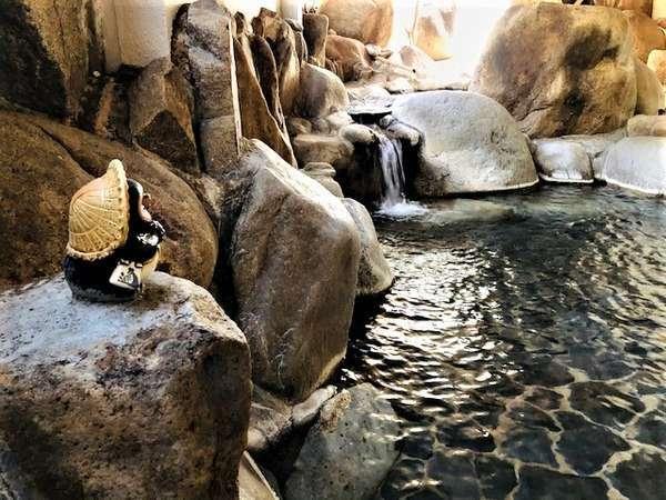 豆狸(mameta)の湯♪子狸=豆狸くんが見守る2段湯舟で人気の温泉!