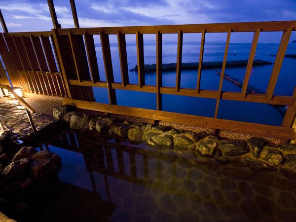 紀淡海峡を一望する展望浴苑「風の音・波の音」露天風呂