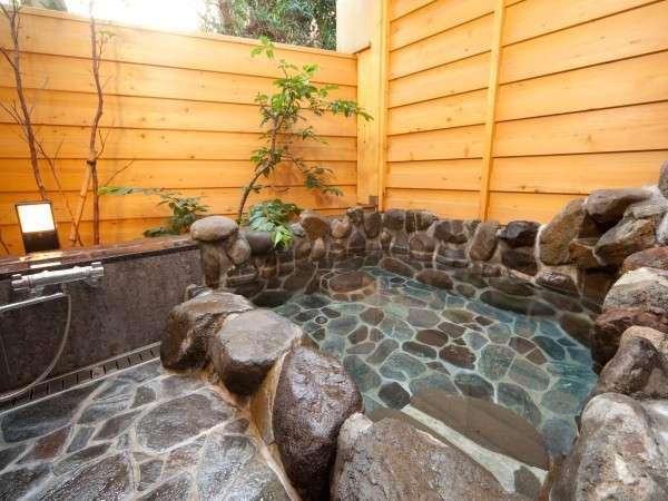 露天風呂です。時間で男女入れ替わります。時間帯により貸切もできます。