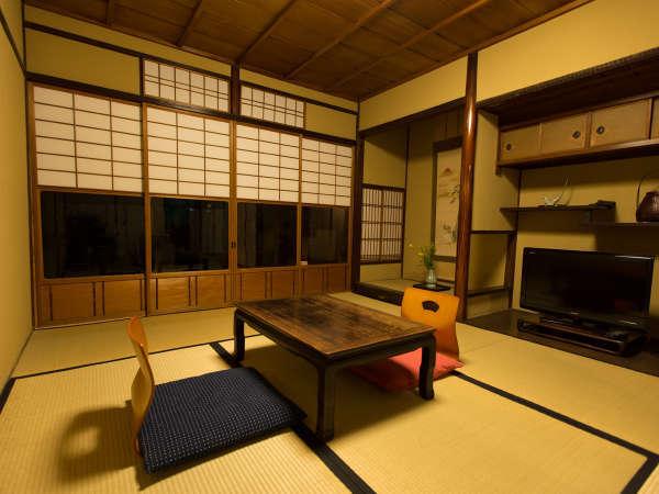 6畳の和室1部屋と4畳半の和室2部屋の合計3部屋
