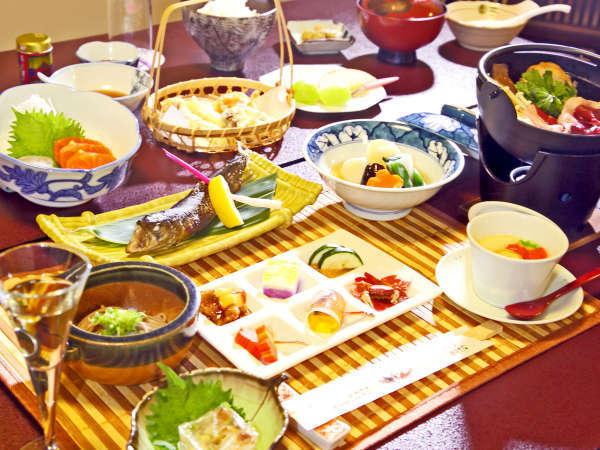 *創作山の会席一例/地産の山の恵みを会席料理にいたしました。どこか懐かしい味をお楽しみください。