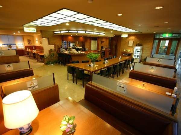 ◆1Fレストラン「ピアロード」。落ち着いた雰囲気でお食事をどうぞ。