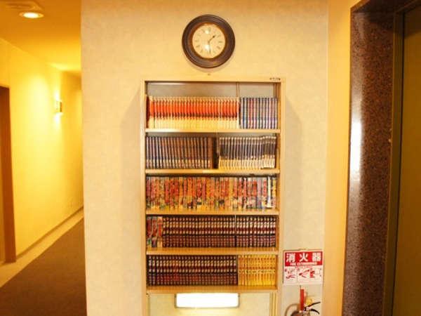 各階にコミックコーナーあり♪全部で約3600冊もございます