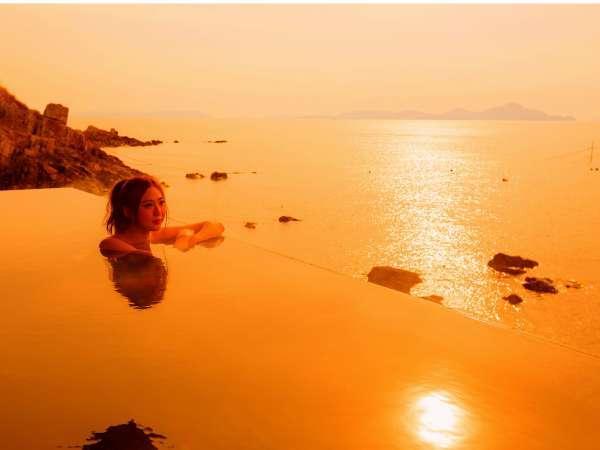 沈みゆく夕日を眺める絶景露天風呂で日ごろの疲れを癒してお帰りください。