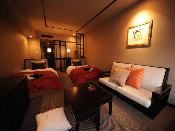 【デラックスツイン/33㎡】ベッドサイズ:1200mmx2000mm 2台/人気No.1の客室タイプ。函館山側の眺望です。