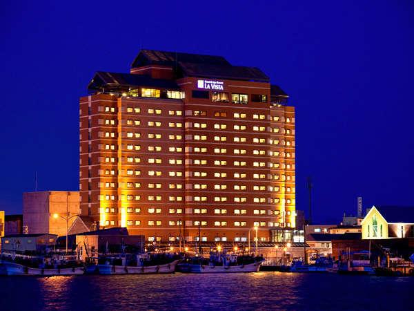 【外観】皆様に愛されるホテルを目指し、函館の街に歴史を残してゆきます。