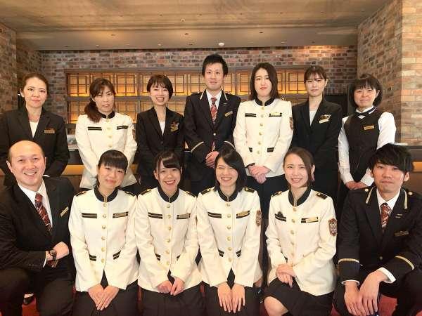 【1階/フロント】制服も総リニューアル!スタッフ一同、皆様のお越しを心よりお待ち致しております。