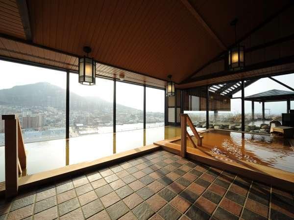 【内湯】男子浴場からは函館山側の眺望をお愉しみ頂けます。