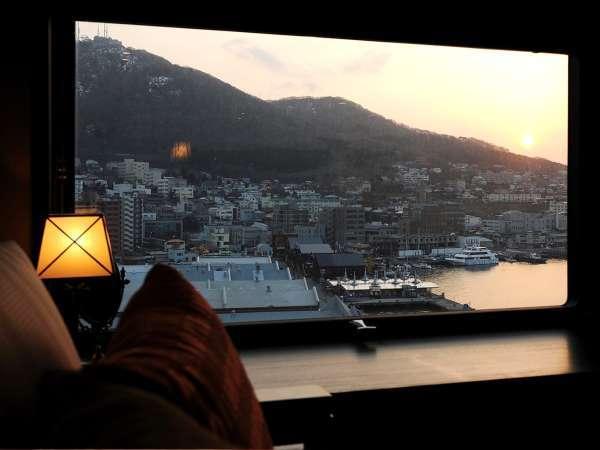 【眺望】一番人気の函館山側。視界を遮るものがないこの眺望は当館だけのお愉しみ。
