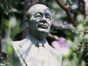 ホテル創業者、佐藤万平胸像です。彼は実は2代目。万平ホテルにはふたりの創業者がいるのです。