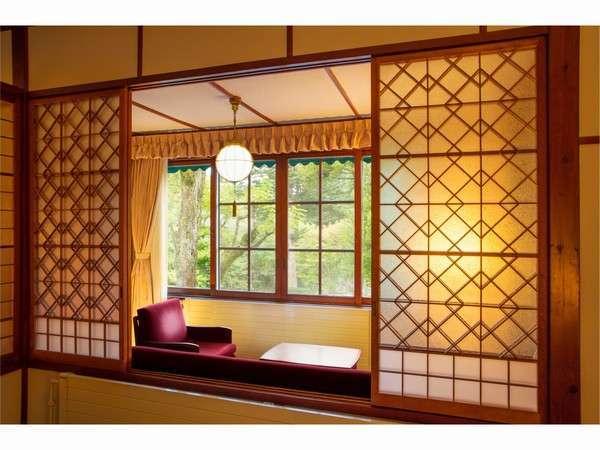 和洋折衷の昭和モダン薫るアルプス館