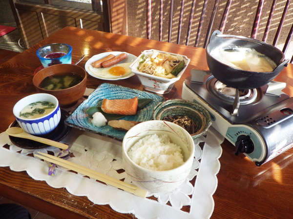 *【朝食全体例】朝からしっかりと食べて、観光やお仕事にお出かけ下さい。