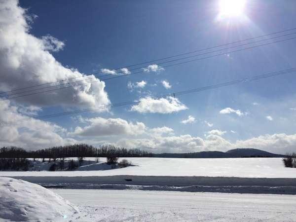 冬:宿の前の風景