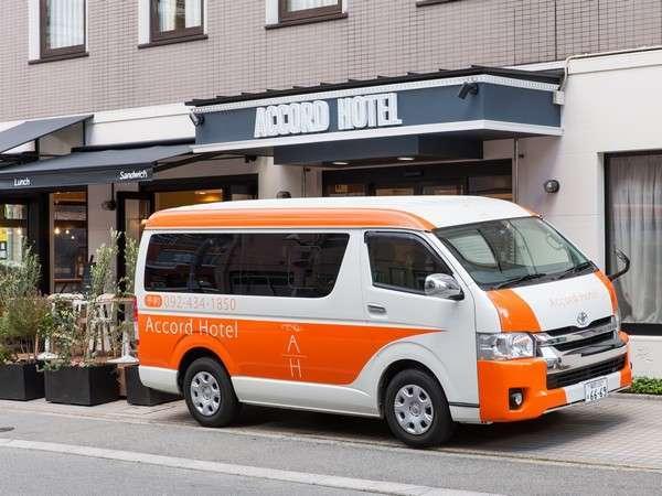 博多駅-当ホテル間、1人様から無料送迎サービスを行なっております。フロントスタッフ迄お声がけください