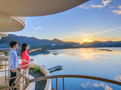 朝日や夕景、時間により彩りを変えるレイクビューを満喫♪お部屋から朝日を楽しめます。