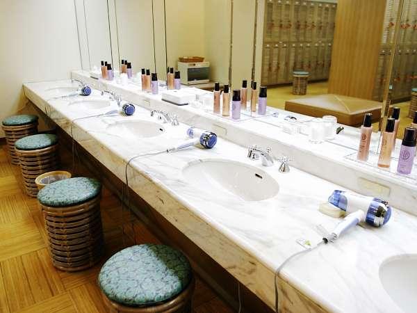 バス&サウナ付浴場…バスタオルやドライヤー、化粧水等ご用意しております。