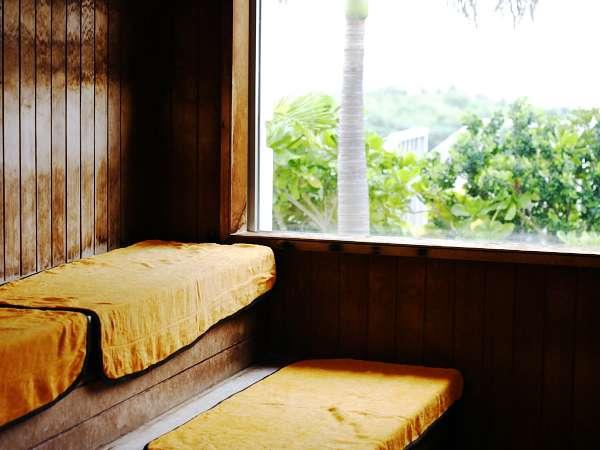 バス&サウナ付浴場…開放感のあるドライサウナ。ミストサウナもご用意しております。