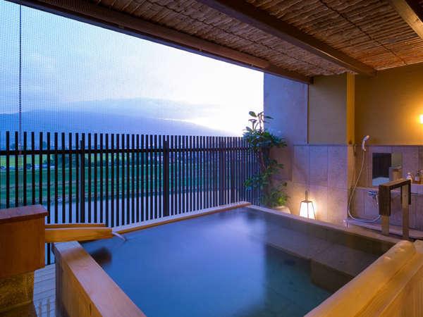 ◆特別室-由布-露天風呂◆特別室の中では洗い場を広く設計しております。