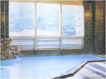 【鶯宿温泉 清光荘 】天正の湯が溢れます。源泉掛け流しの宿