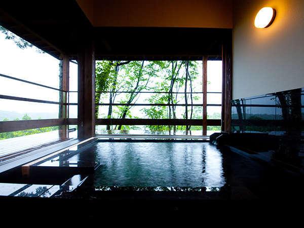 【客室風呂】一例。新館の離れ「龍のひげ」にお泊りの方は部屋付きの温泉を愉しめます。