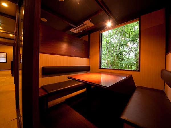 【食事処】窓の景色を眺めながら個室でお食事。