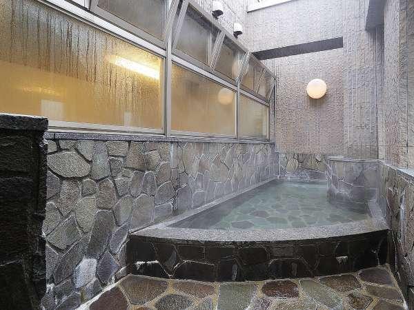 大浴場〈露天風呂〉(営業時間17時~24時/翌6時~10時)
