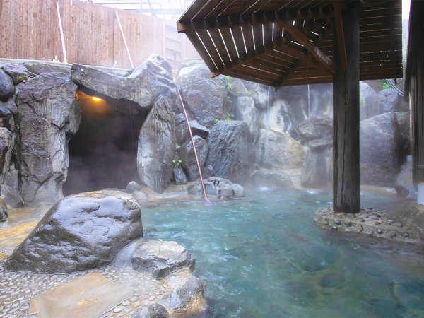 岩風呂大浴場【女性用露天風呂】には、「打たせ湯」のほか、「蒸し風呂」・「洞窟の湯」がございます。