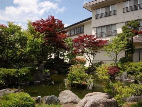 【ホテル十和田荘】圧巻!高さ15m 幅5mの「末広大滝」 十和田湖の休日をエンジョイ