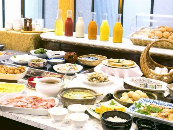 ◆朝食バイキング◆『チキン南蛮』『冷や汁』等の宮崎名物も並びます。