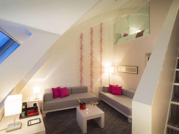 【メゾネットルーム(52㎡)】ベッドルーム、リビングがある、ゆとりのメゾネットルーム。