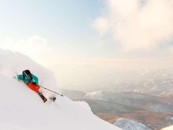 【猫魔スキー場】極上のパウダースノーを楽しめる星野リゾート 猫魔スキー場