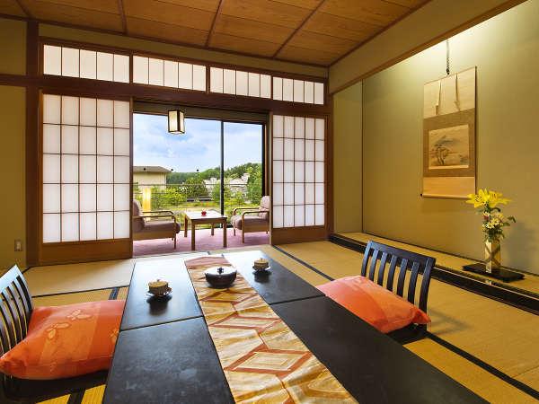 ■坪庭付和室12.5畳■窓から小さな坪庭を独り占め。ここでしか見られない景色をお楽しみください。