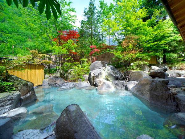 """泉源からは""""良質な温泉""""が湧き出る""""常にかけ流し""""の『庭園風露天風呂』"""