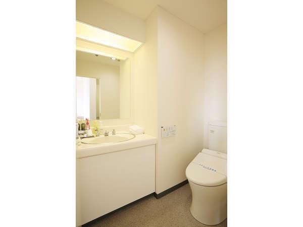 スイート、デラックスツインのトイレ・洗面台は浴室とは別です