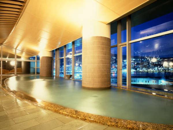相模灘と夜景を一望できる大展望風呂「海望の湯」