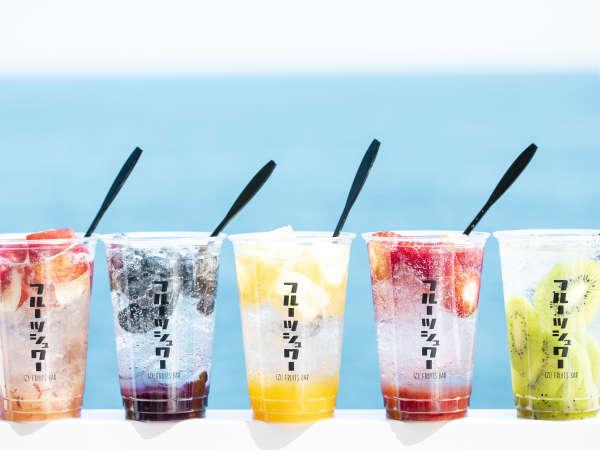 伊豆 フルーツバー カラフルなフレッシュジュースやフルーツサンドが並びます♪