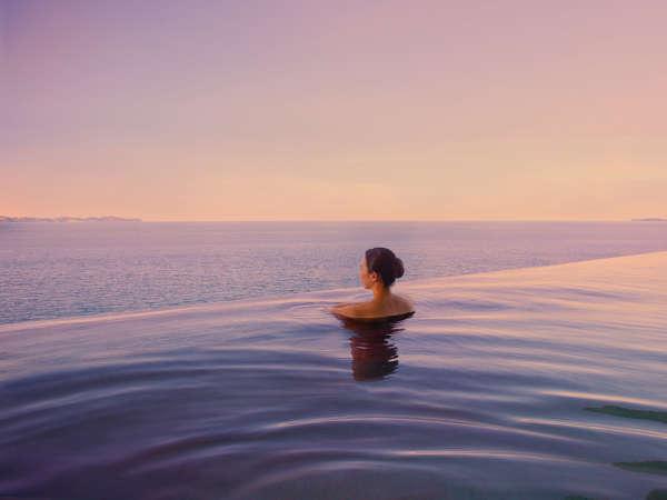 日帰り温泉施設「オーシャンスパ Fuua」夕景。絶景が目の前に広がります。