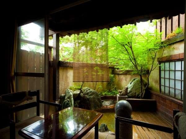離れ和室の専用露天風呂例