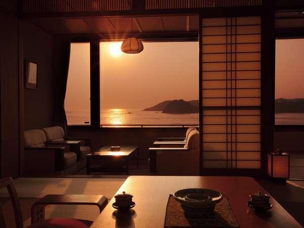 【渚亭】オーシャンビューバス付・くつろぎの特別室お部屋から平戸瀬戸の朝日を望む。