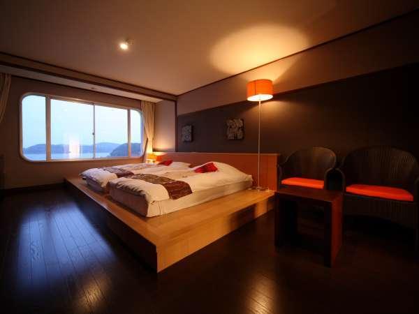 【しおさい館】和蘭ノスタルジールーム『ステージベッド』ステージベッドから望む平戸瀬戸