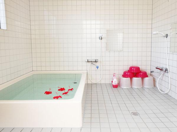 【お風呂】ゆったりとした湯船で疲れた体を癒して下さい
