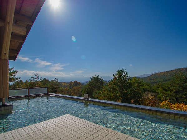 【露天風呂】日本百名山の浅間山や四阿山などの美しい山々が望めます