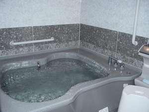貸切家族風呂ゆったり入れるサイズです